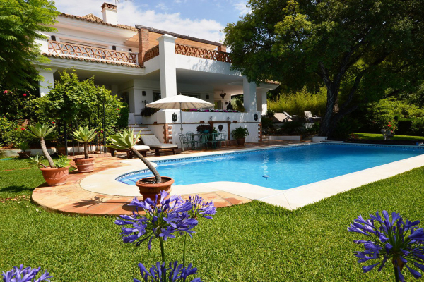 4 Bedroom, 4 Bathroom Villa For Sale in Altos Reales, Marbella