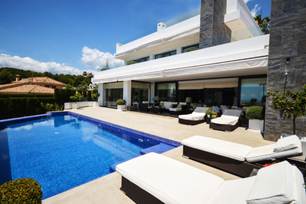 4 Bedroom, 4 Bathroom Villa For Sale in Marbella
