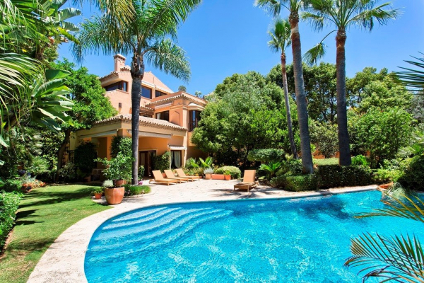 4 Bedroom, 4 Bathroom Villa For Sale in Altos de Puente Romano, Marbella