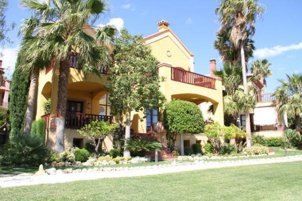 5 Bedroom, 5 Bathroom Villa For Sale in La Capellania, Marbella