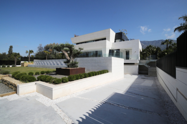 5 Bedroom5, Bathroom Villa For Sale in Altos de Puente Romano, Marbella