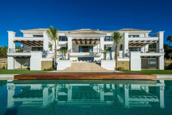 7 Bedroom, 7 Bathroom Villa For Sale in Sierra Blanca, Marbella