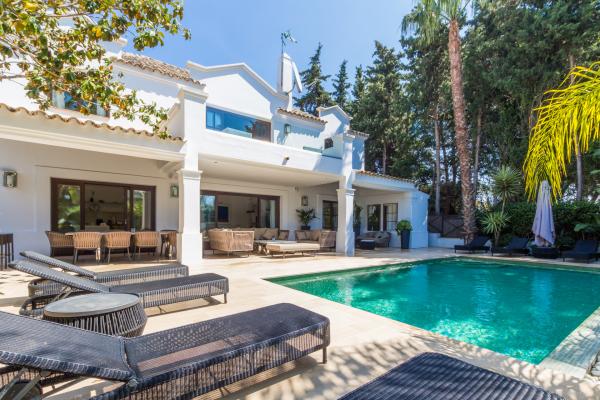 4 Bedroom, 4 Bathroom Villa For Sale in The Marbella Club, Golden Mile