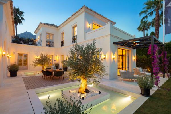 5 Bedroom, 6 Bathroom Villa For Sale in Marbella Golden Mile
