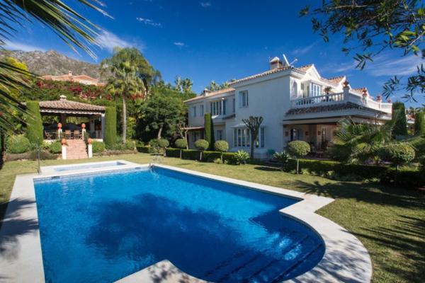 6 Bedroom, 6 Bathroom Villa For Sale in Marbella Golden Mile