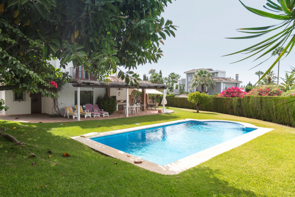 5 Bedroom, 4 Bathroom Villa For Sale in Marbella Golden Mile